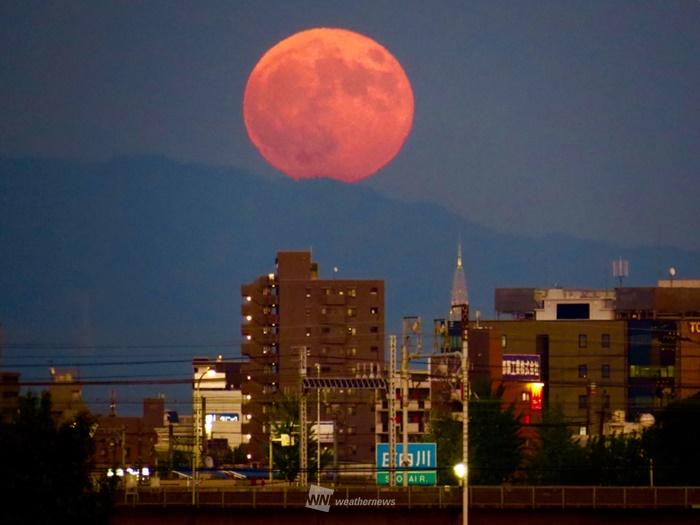 「夏の満月」が大きく見えるワケ