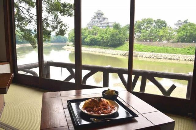 日本三大名園のひとつ「岡山後楽園」からすぐ。絶景水辺カフェ「碧水園」