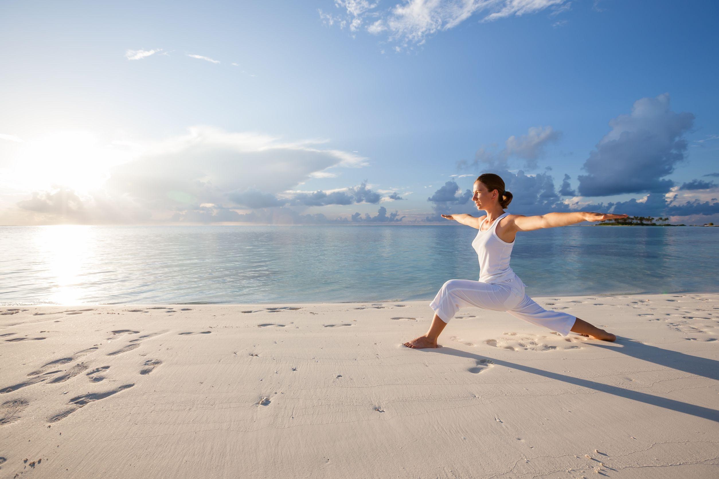 瞑想で心穏やかに。つらいPMSを乗り切る「半月のポーズ」
