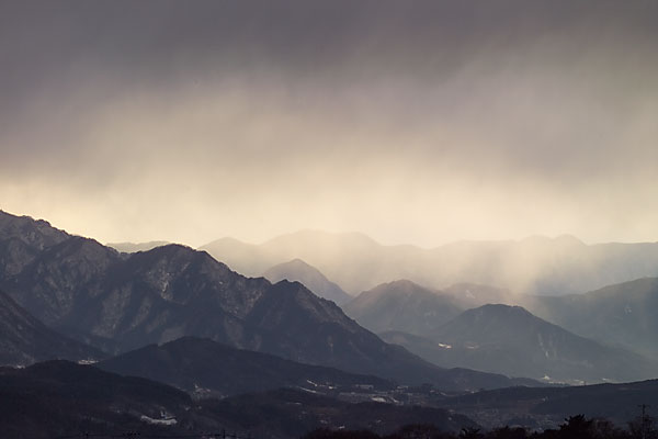 山にかかる雪雲 - 海野和男のデ...