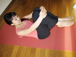 骨盤底筋群を意識して行うロールダウン・ロールアップ