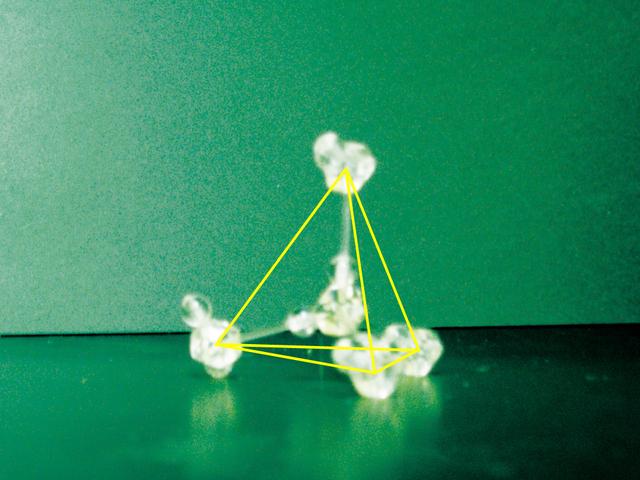 037B_水分子の結合で現れる正四面体