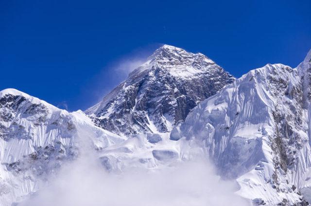 ウン千円から数百万まで!?有名な海外の山の入山料ってどれくらい?
