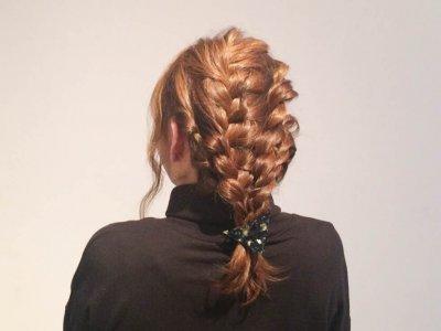 三角クリップを使ったルーズな編み込みがかわいい☆簡単編み込みヘアアレンジ!!