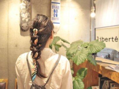 夏に最適なゆるかわヘア!スカーフ・バンダナを使った涼カワイイ編み込みヘアアレンジ