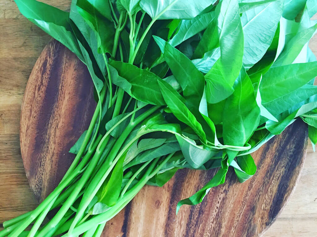 空芯菜のピリッとニンニクトマト塩炒めのレシピ