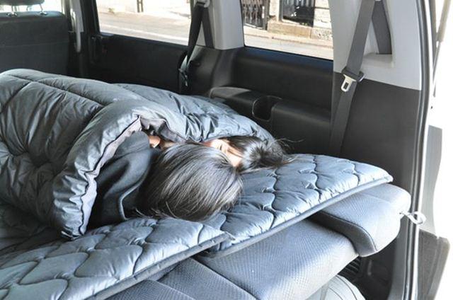 あなたはフトン派?寝袋派? 車中泊で使いたい6種の快眠グッズたち