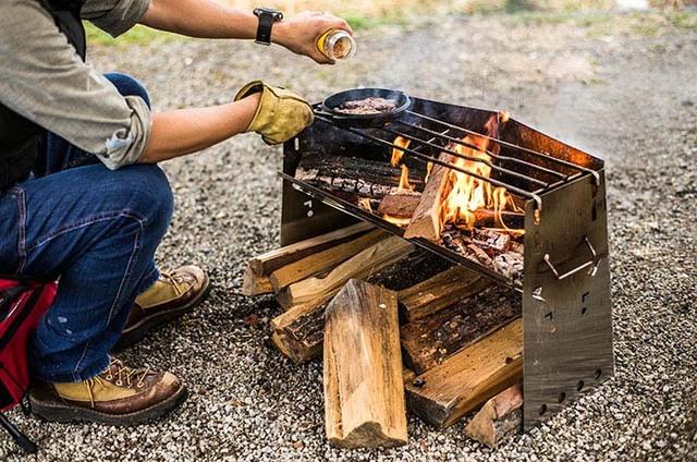 ユニフレームの隅っこ族な焚き火台「薪グリル」を&#822