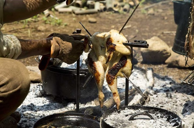 これぞキャンプな男飯!ガツンと豪快ジューシー肉レシピ