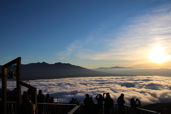 雲海と紅葉がダブルで楽しめる!この秋は雲海ゴンドラで黄金に輝く絶景の旅へ