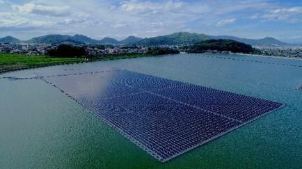 太陽グリーンエナジー「小田池水上太陽光発電所」を開所