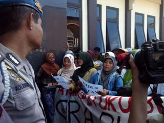 検察庁前での住民リーダー拘禁に対する抗議活動(地元住民撮影・提供)