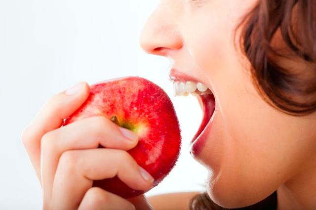 """""""皮ごと""""食べて疲れ知らず!? 抗酸化に◎な、りんごの食べ方"""