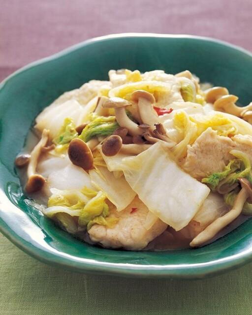 少ない材料でパッと作れる「白菜」の塩味炒め物3選