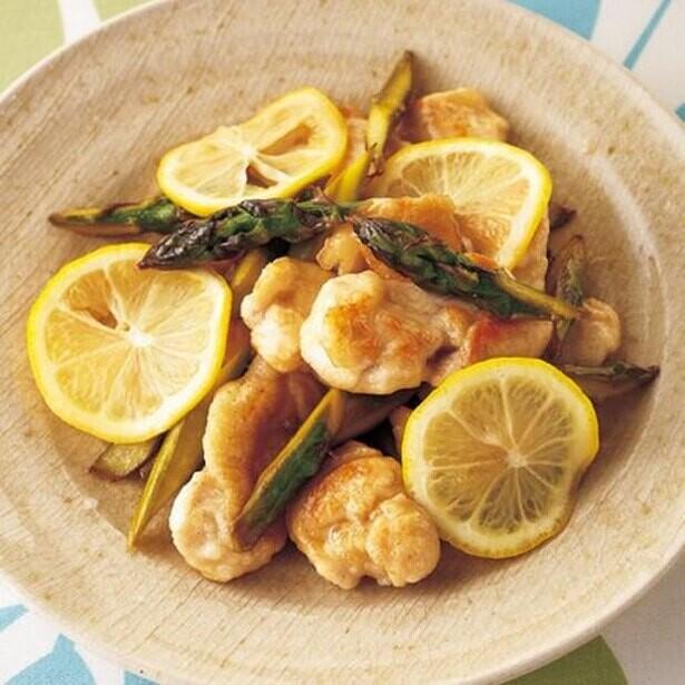 レモンを果実ごと!爽やかな酸味で暑さが吹き飛ぶレモン炒め