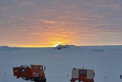 南極・昭和基地の日の出