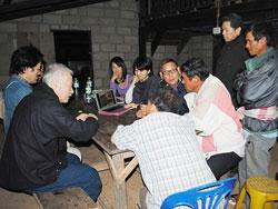 北タイの山岳民族とのミーティング。山の上の小屋で