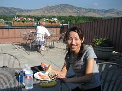 ボールダー研修で朝ヨガの後、大自然と共に朝食