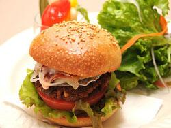 健康講座の開催日には、野菜だけで作った「ベジバーガー」を販売。大人気だった