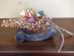「神楽鈴の起源となった桐の実」を活かした正月飾り
