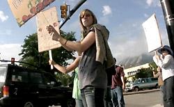 抗議集会の様子
