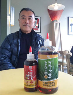 鉄平オーガニクスの井沢敬社長とボールダーのコーヒーショップにて