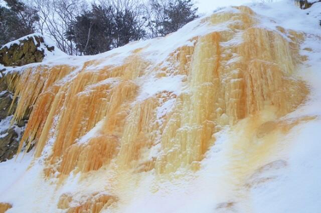 幻のイエローフォールも!厳冬期しか見られない裏磐梯の絶景ポイント