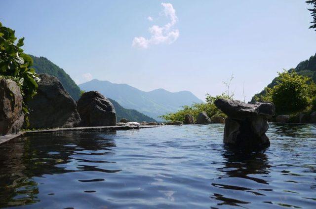 登山のあとは極楽へ!地方別・おすすめの山と温泉厳選15【全国版】