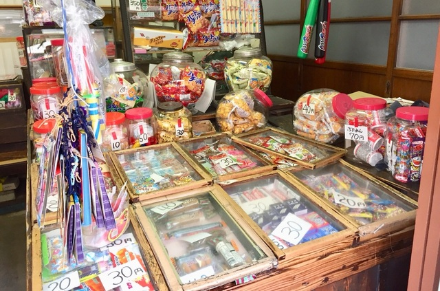 【コスパ最強】駄菓子屋さんで見つけた!登山に使える行動食
