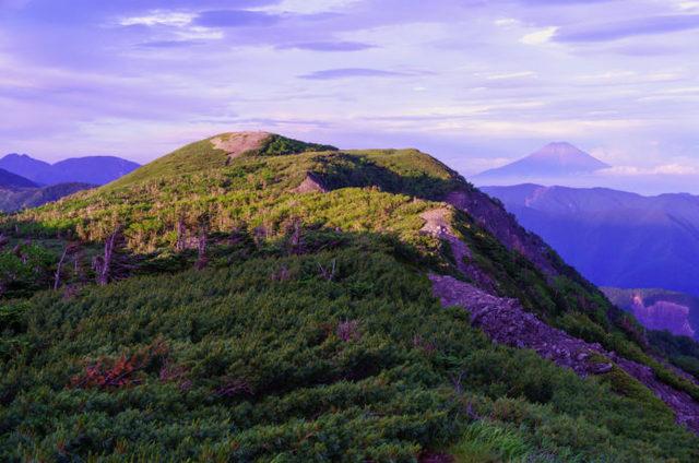 光岳|南アルプス深南部の名峰!頂から見る数々の名峰は圧巻!
