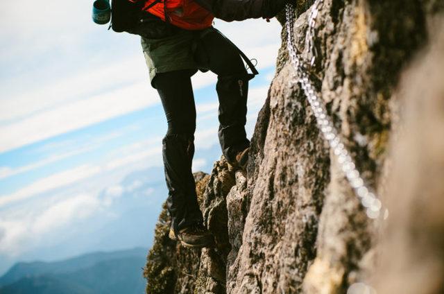 アドレナリン全開!鎖場のある山9座と押さえるべき鎖場の「登り方」