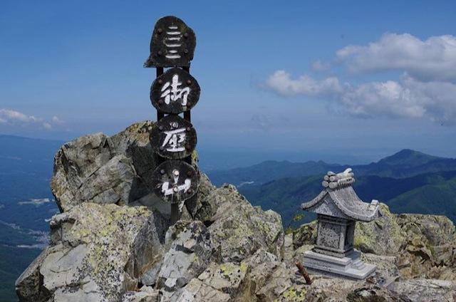 御座山…シャクナゲロードの先には大パノラマが!